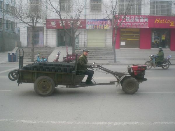 Typisches Gefährt zur Lieferung von Kohle-Briketts