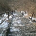 Vereiste Treppen am Berg