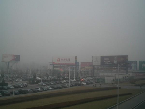 Der typische chinesische Winternebel (hier am Flughafen in Zhengzhou)