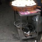 Baozi und Katze im muslimischen Viertel in Xi'an