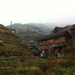 Der Ort Pingan umgeben von Reis-Terrassen
