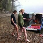 Schwedische Brüder nehmen ein kaltes Bad