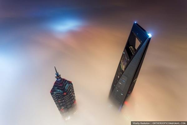 Russen besteigen höchsten Gebäude in Shanghai