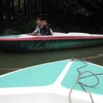 Bootfahrende und ander Boote rammende Chinesen ;-)