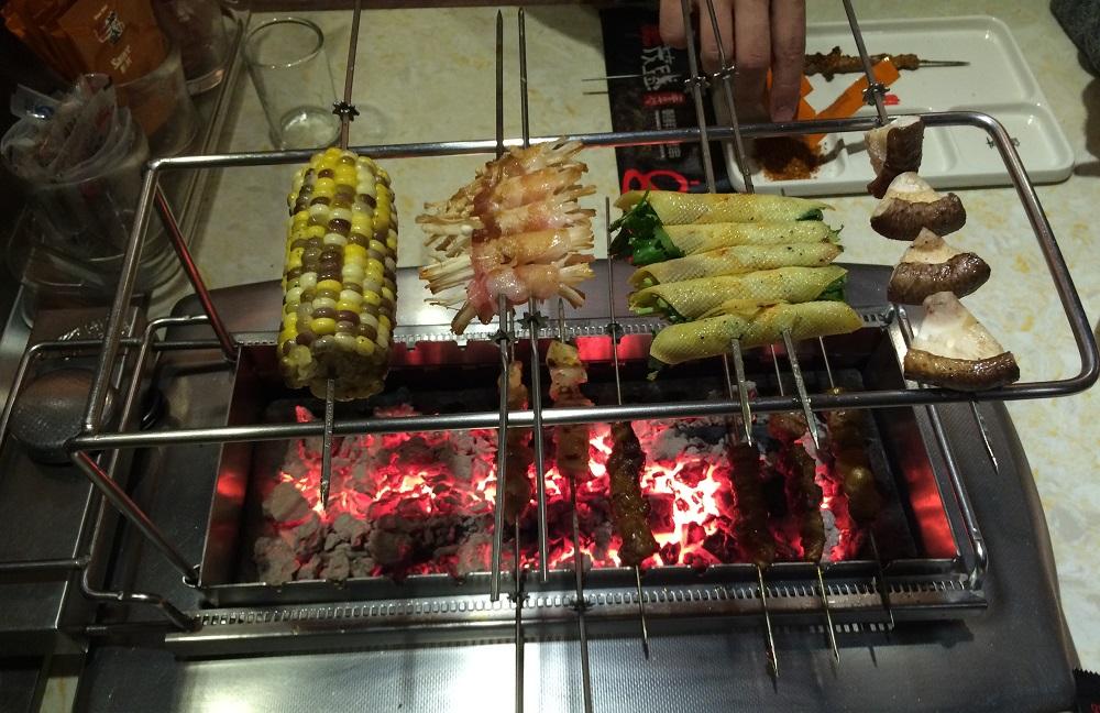 Gegrillte koreanisches Spieße zum Abendessen