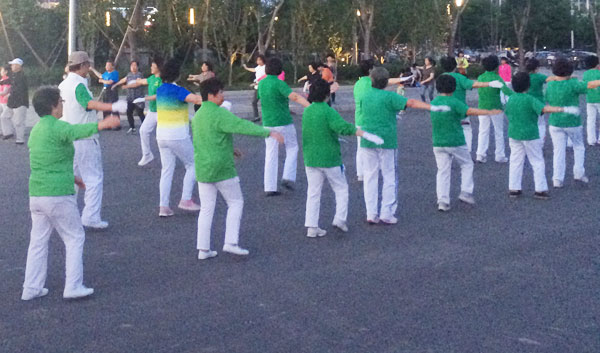 Tanzende Chinesen (Wangjing Soho)
